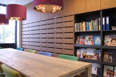 Talita Koemi is een school voor speciaal en voortgezet speciaal onderwijs voor zeer moeilijk lerenden van 4 tot 20 jaar in Nijmegen. De kleurschakering van het exterieur wordt doorgezet in het interieur waarvan Hubbers interieurmakers onder andere de pantry's met voorraadkasten, de garderobes, de kastenwand met postvakken en de plafond hoge kasten met schuifdeuren heeft ingekleurd.