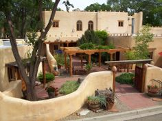 Spanish style homes – Mediterranean Home Decor Spanish Style Homes, Spanish House, Adobe Haus, Mud House, Casas Containers, Southwestern Home, Southwest Style, Santa Fe Style, Hacienda Style