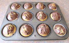 Briose de Casa cu Vanilie si Cacao ⋆ Retete Pentru O Viata Gem, Muffin, Breakfast, Food, Morning Coffee, Muffins, Meal, Essen, Gemstones