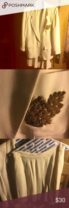 Liz Claiborne cream skirt suit Liz Claiborne cream skirt suit size 6 jacket size 4 skirt Liz Claiborne Jackets & Coats Blazers
