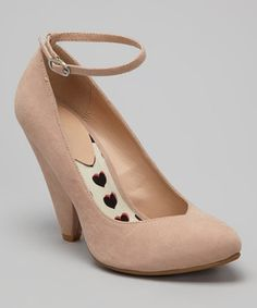A chunky heel reinvents this charming shoe. Wrapped in velvety faux suede and finished with a slim ankle strap, this pump combines poise and playfulness.
