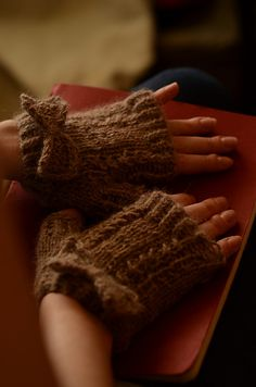 Ravelry: Lady Verity Mitts pattern by Leah Goldstein