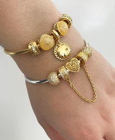 #pandorashine #pandoraring #pandoragold #pandora #pandorajewelry #18k #ringstack #pandoraaddict #padorabracelet #pandoranecklace #pandorabangle