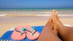 Chukka Beach - Jamaica . Essa é a Chukka Beach que eu falei na primeira foto de hoje foto. Mar de água quente e transparente!!!  . A #Jamaica é incrível ! Da paz O lema deles é: Jamaica - NO PROBLEM - Quero ir pra Jamaica de novo já! Conheci durante o cruzeiro e tem post lá no blog sobre isso tudo. #aosviajantes #cruzeiro .  Recomendo o ig do casal fofo @sofiaeigorpelomundo . . . #caribe #caribbeancruise #chukkabeach #fallmouth #braziloverss #missãovt #blogdeviagem #wanderlust #ferias…