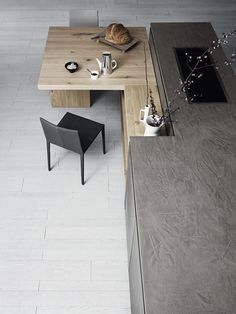 CLOE - COMPOSITION 2 Fitted kitchen with island without handles by Cesar Arredamenti