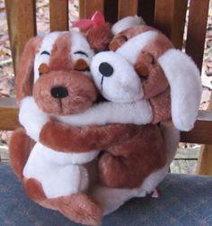 10-034-R-DAKIN-1976-Brown-White-Plush-PAIR-OF-Hugging-PUPPY-DOGS-Made-In-Korea-19