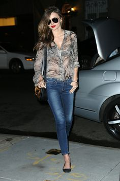 miranda-kerr-is-all-smiles-as-she-is-spotted-wearing-jeans-and-a-see-thru-button-down-shirt-5.jpg 2,000×3,000 pixels