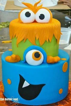 Perfect monster cake for a birthday boy! Fancy Cakes, Cute Cakes, Fondant Cakes, Cupcake Cakes, Cake Cookies, Bolo Original, Decors Pate A Sucre, Monster Birthday Parties, Monster Birthday Cakes