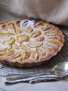 Τάρτα με μήλα και ψίχα αμυγδάλου | iefimerida.gr Tart Recipes, Greek Recipes, Apple Recipes, Dessert Recipes, Cooking Recipes, Desserts, Breakfast Recipes, Chocolate Fudge Frosting, Cheesecake Tarts