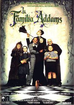 El delirante y gótico estilo de vida de la peculiar familia Addams se ve amenazado peligrosamente cuando un codicioso dúo formado por una ambiciosa madre y su hijo conspira para hacerse con la fortuna familiar... Divertidísima y original, una película imprescindible para toda la familia.