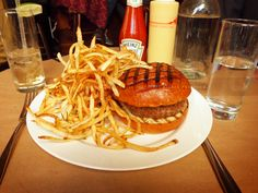 The Spotted Pig - Another great gastropub (sister resto to The Breslin) offering one of the best burgers in NYC...topped with Roquefort cheese and a side of shoestring fries. Also famous for their deviled eggs and spicy Bloody Mary's. (Gastropub/West Village)