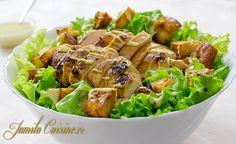 Salata Caesar cu pui – reteta video via Romanian Food, Romanian Recipes, Meat Chickens, Restaurant, Caesar Salad, 30 Minute Meals, Recipe For 4, Healthy Salad Recipes, Nutritional Supplements