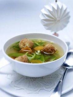 Gemüsebrühe mit Backerbsen Rezept