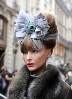 Snejana after Chanel Haute Couture SS 09 Love The Headpiece. Chanel Couture, Couture Fashion, Love Hat, Mode Vintage, Big Hair, Hair Bow, Hair Updo, Looks Style, Mode Style