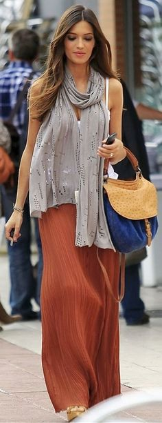 Friday Fashionista :: { Comfy Casual } The Writer's Ink  http://lovethewritersink.blogspot.com.au/2014/02/friday-fashionista-comfy-casual.html #maxi #maxidress