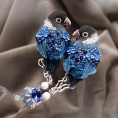 Купить двойная брошь - Сапфировые Неразлучники - птица, птичка, пташка, миниатюра, маленькая брошь, на платье
