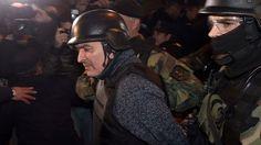 Con un fuerte operativo de seguridad Jose López es trasladado a Jujuy - Clarín.com