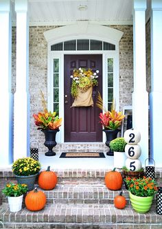 Southern fall front porch-Love the feedsack on the front door.