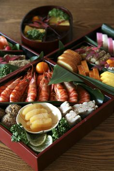 Osechi Ryori is foods which is eaten on 1st to 3rd of January because mother doesn't need to cook foods for 3 days of new year.