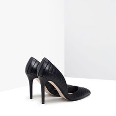 PLEATED COURT SHOES