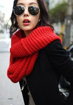 Infiniti scarf. I have a red one which I transformed into an infinity. Cool texture this red one.