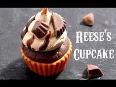 REESE'S PEANUT BUTTER CUPCAKES ll polymer clay miniature tutorial