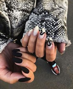 Try some of these designs and give your nails a quick makeover, gallery of unique nail art designs for any season. The best images and creative ideas for your nails. Edgy Nails, Grunge Nails, Elegant Nails, Matte Nail Art, Best Acrylic Nails, Halloween Acrylic Nails, Easy Halloween Nails, Matte Nail Designs, Stiletto Nail Designs