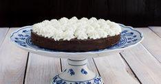 Ľahučká čokoládová torta (bez múky) - dôkladná príprava krok za krokom. Recept patrí medzi tie najobľúbenejšie. Celý postup nájdete na online kuchárke RECEPTY.sk. Creme Brulee, Vanilla Cake, Tiramisu, Rum, Food And Drink, Ethnic Recipes, Rome, Tiramisu Cake