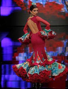 Traditional Mexican Dress, Traditional Dresses, Flamenco Dancers, Flamenco Dresses, Spanish Dress, Flamingo Dress, Spain Fashion, Latin Ballroom Dresses, Gypsy Women