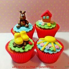 Cupcakes Peppa Pig ~~ Mais fotos em nossa página: www.facebook.com/catssecretcupcakes #festapeppapig #peppapig #peppapigparty #peppapigcupcakes #festameninas #ideiasfestameninas #festainfantil #forastf #genesharp  #giovannarosa #presidenteprudente