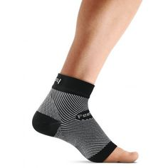 Feetures Plantar Fasciitis Sleeve (One Individual Sleeve) - Black PF250601
