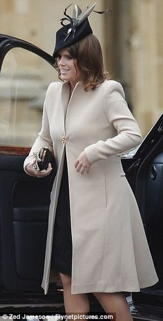 Helping Granny: Princess Eugenie wore a cream coat and navy dress as she joined her grandmother the Queen at today's Easter Sunday Service at St George's Chapel in Windsor Princess Diana Family, Royal Princess, Princess Eugenie And Beatrice, Elizabeth Philip, Princesa Real, Eugenie Of York, Silly Hats, Cream Coat, Sarah Ferguson