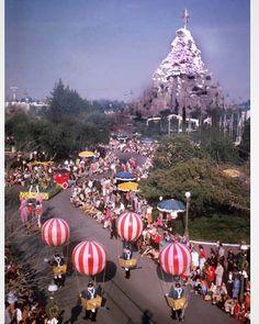 Days Gone Disney Retro Disney, Old Disney, Disney Magic, Disney Art, Walt Disney World, Disneyland Parade, Disneyland 60th, Vintage Disneyland, Mickey Mouse Club