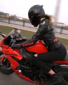 Motocross Funny, Motocross Videos, Girl Riding Motorcycle, Motorbike Girl, Lady Biker, Biker Girl, Girls On Motorcycles, Girl Motorcyclist, Motorbikes Women
