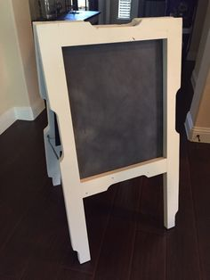 Pallet Chalkboard Easel I made for my wife.
