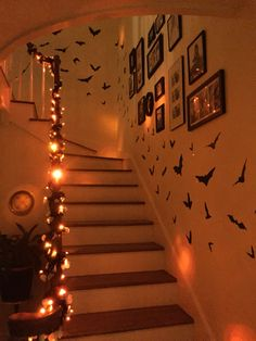 Casual Halloween Decorations Ideas That Are So Scary Entry: The entry to your home is the first impression visitors get of your home. Too often we forget how … - Nice Casual Halloween Decorations Ideas That Are So Scary. Soirée Halloween, Adornos Halloween, Scary Halloween Decorations, Holidays Halloween, Halloween Lighting, Halloween Candles, Halloween Party Ideas, House Party Decorations, Holoween Decorations