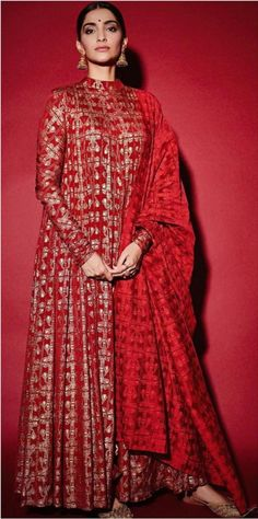 Red printed anarkali suit worn by Sonam Kapoor Anand Celebrity Fashion Outfits, Fashion Dresses, Celebrity Style, Dress Indian Style, Indian Dresses, Kurta Designs, Chudidhar Designs, Indian Attire, Indian Ethnic Wear