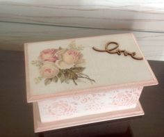 Imagen relacionada Shabby Chic Boxes, Shabby Chic Decor, Lace Painting, Painting On Wood, Cigar Box Crafts, Wooden Cigar Boxes, Altered Cigar Boxes, Decoupage Box, Jewellery Boxes