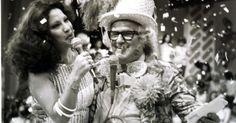 Clara Nunes com Abelardo Barbosa, o Chacrinha, na TV Tupi, em 1974.    Veja também: http://semioticas1.blogspot.com.br/2012/02/antigos-carnavais.html