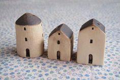 坂下窯 House(家の一輪ざし) : BLACK BEAR   手作りの器とナチュラル雑貨 Clay Houses, Ceramic Houses, Miniature Houses, Ceramic Clay, Pottery Houses, Slab Pottery, Diy Clay, Clay Crafts, Clay Projects