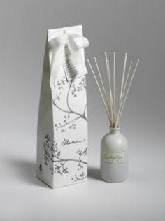 A whimsical white floral accord of lily, narcissus and gardenia evocative of the flowers in the walled garden at Valloires.  Aromatic tapers in an earthenware oil bottle.