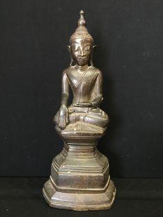 Awa bronze Buddha. Burma. 18th cent.