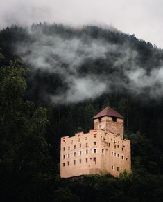 Castle, Clouds, Outdoor, Castles, The Mansion, Forts, Outdoors, Outdoor Games, The Great Outdoors