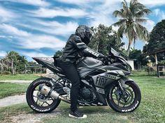 Cafe Racer Girl, Black Clover Anime, Mv Agusta, Men Photography, Sportbikes, Custom Bikes, Bugatti, Cars And Motorcycles, Motorbikes