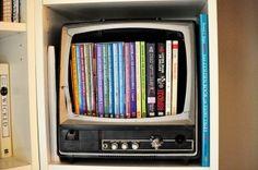 Librero televisión, encuentra más diseños para reciclar aquí...http://www.1001consejos.com/libreros-originales/