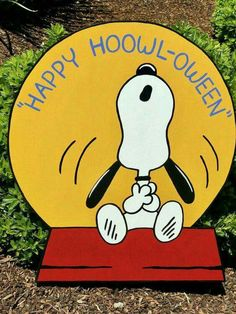 Charlie Brown Halloween Quotes Revisit some of the Snoopy Halloween, Charlie Brown Halloween, Great Pumpkin Charlie Brown, Fröhliches Halloween, Spirit Halloween, Couple Halloween, Happy Halloween Quotes, Christmas Snoopy, Halloween Cartoons