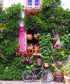 Vente de paniers en osier chez cet artisan de Rochefort en Terre.