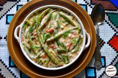 Pastai cu smantana-reteta din Bucovina Hummus, Green Beans, Vegetables, Cooking, Ethnic Recipes, Food, Kitchen, Essen, Vegetable Recipes