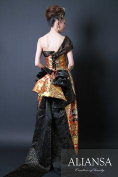 和ドレス 着物ドレス 黒・金色のスレンダーライン