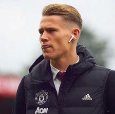 Brandon Williams, Manchester United Wallpaper, Manchester United Players, Man United, Cute Guys, Liverpool, Soccer, Bomber Jacket, Sporty